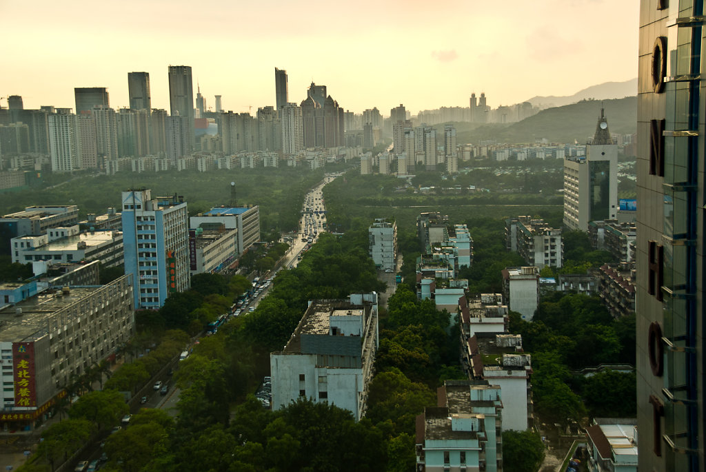 china-0607-shenzhen-300.jpg