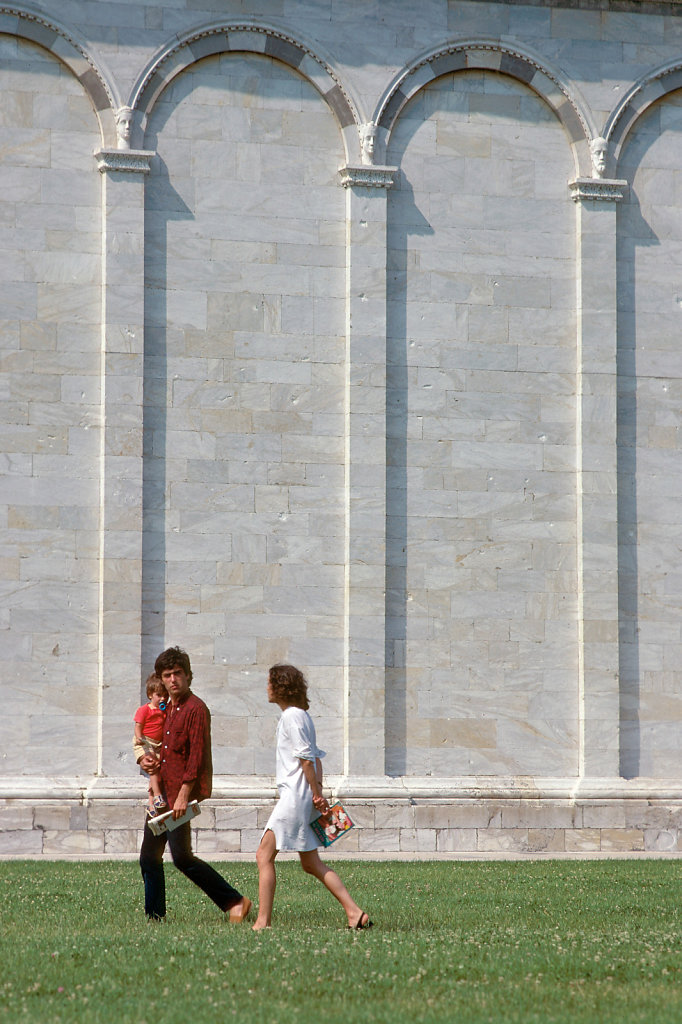 couple-child-pisa.jpg