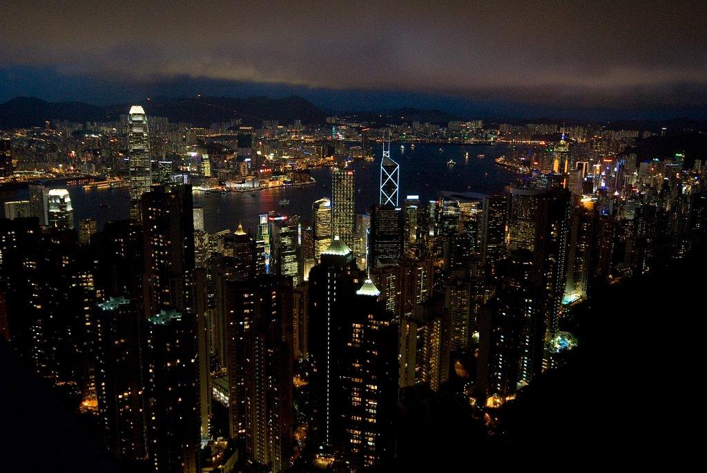 china-0607-hk-peak-100.jpg